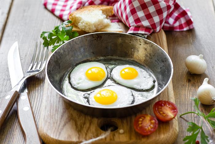eggs pan board