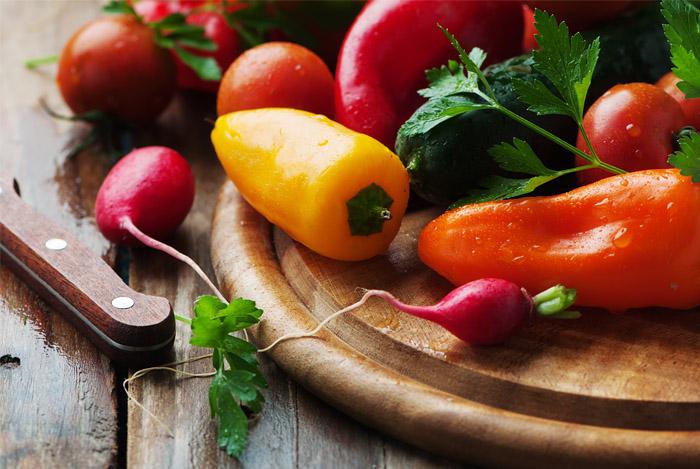 freash vegetables board knife