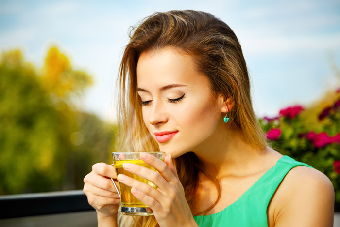 11 Amazing Benefits of Green Tea: The Healthiest Drink in the World