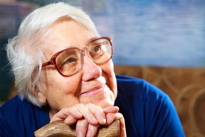 alzheimer's in older woman