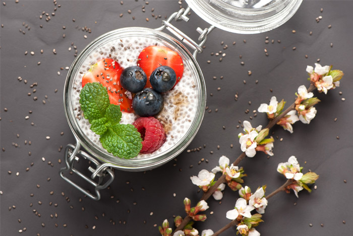 berries chia seed pudding