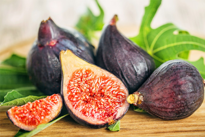 Warm Goat Cheese, Figs and Caramelized Onion Salad
